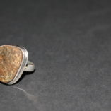 Bague en argent avec pierre ammolite. Grandeur : CH 52 / US 6
